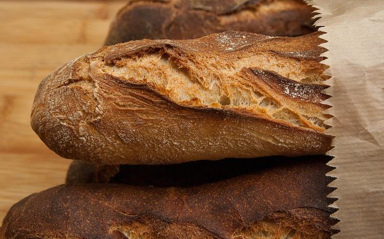 В магазинах Сызрани распорядились портить хлеб перед тем, как выбросить
