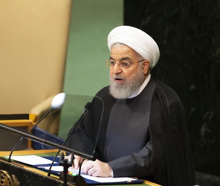 Роухани: Ирану не требуется разрешение для развития ракетной программы
