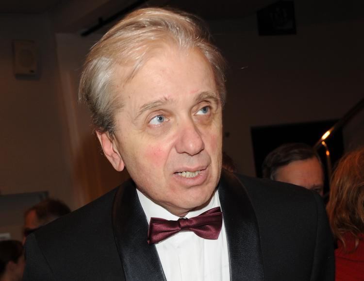 В ходе церемонии прощания с Юрским актер Евгений Стеблов потерял сознание