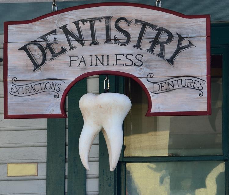 Помощница стоматолога обокрала пациентов прямо во время приёма