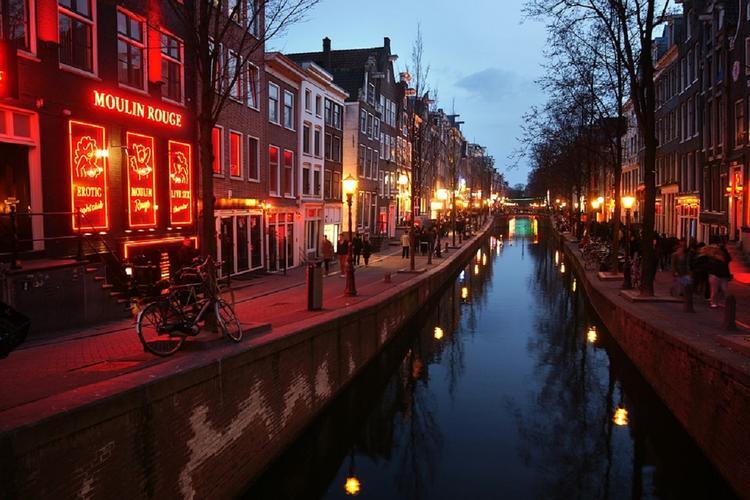 Квартал Красных фонарей в Амстердаме ждет реорганизация