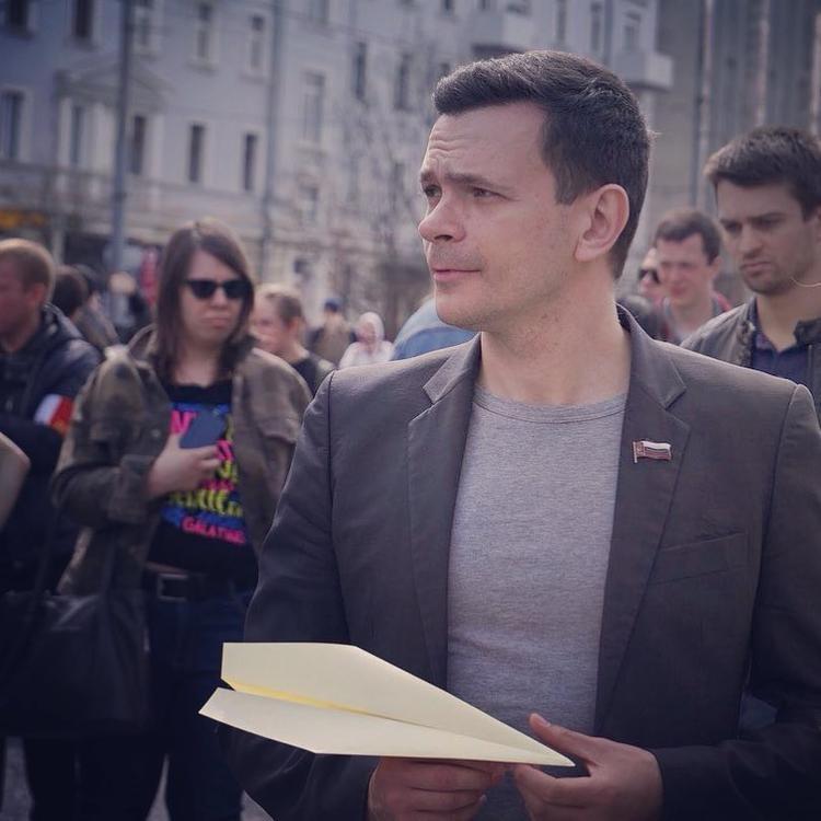 """Оппозиционер Яшин сдал бабушку в """"тюрьму для стариков"""" под чужим именем"""