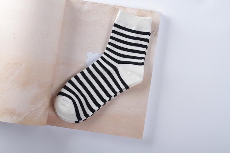 Ученые: компрессионные носки могут быть крайне опасными во время авиаперелета