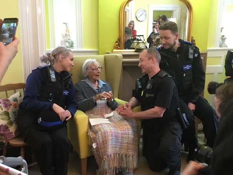 Английские полицейские арестовали 104-летнюю бабулю. Она мечтала стать преступницей