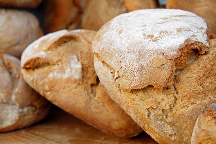 Герман Стерлигов начал продавать хлеб для бедных по 440 рублей за буханку