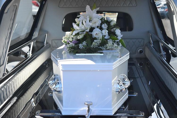 В  Рязани к зданию администрации  привезли гроб скончавшейся в возрасте 51 года бизнесвумен
