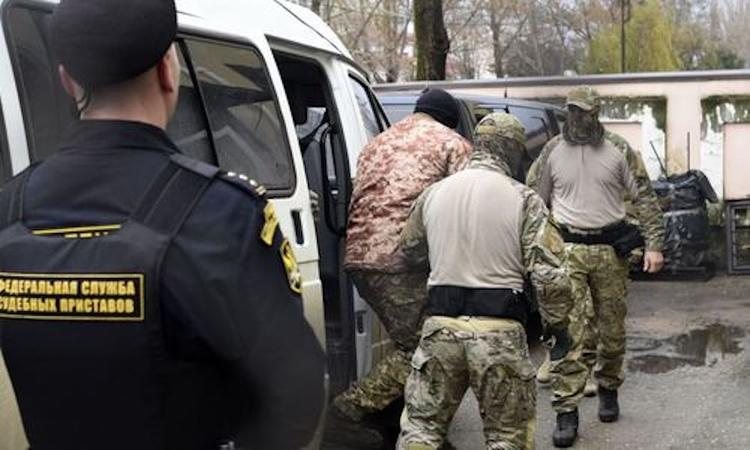 Украинских моряков, задержанных  в Черном море, вывезли из СИЗО в институт Сербского для проведения экспертизы