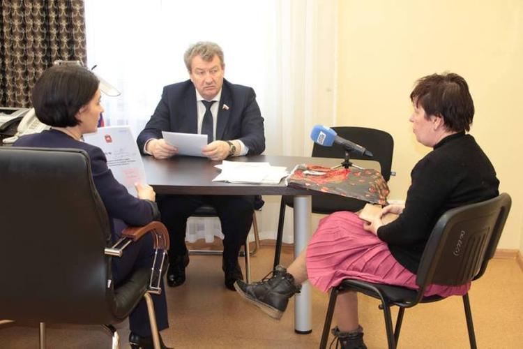 Челябинский депутат поможет матери ребенка-инвалида улучшить жилищные условия