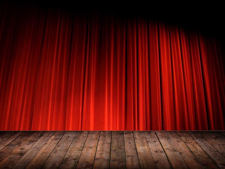 Во время спектакля в Петербурге актриса дала пощечины зрительницам