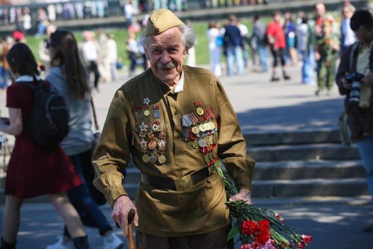 Сейм Латвии запретил ветеранам носить форму Красной армии