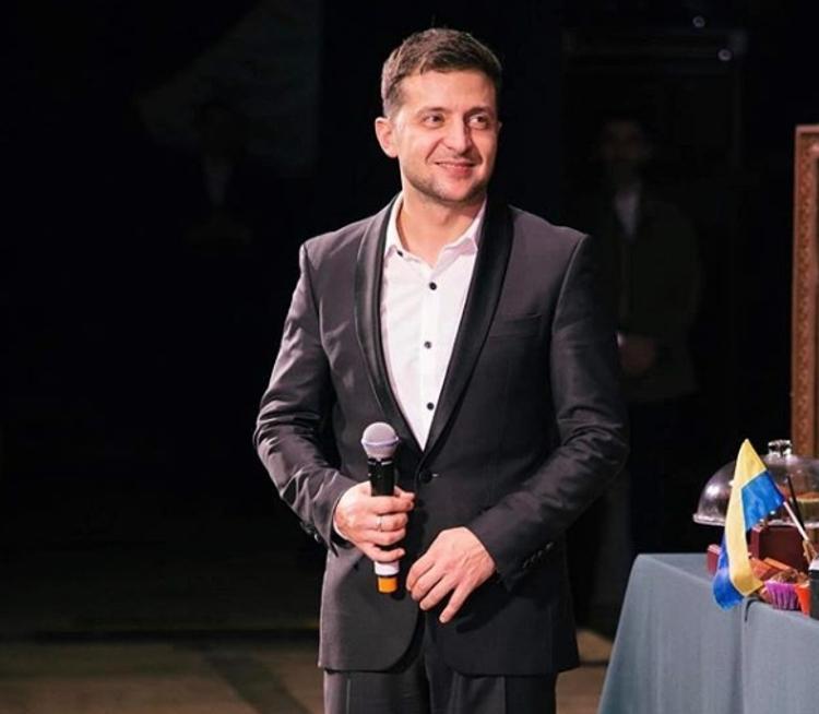 Зеленский пожмёт руку Порошенко только при одном условии, - заявили в штабе
