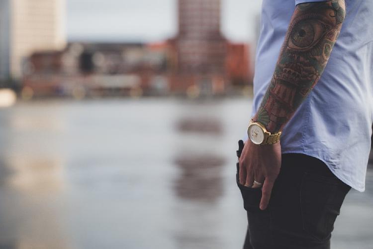 Психолог: Татуировки рэпера Face - признак психологических проблем