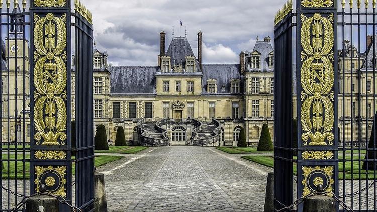 На аукционе во Франции за 500 тыс. евро продали трон Наполеона