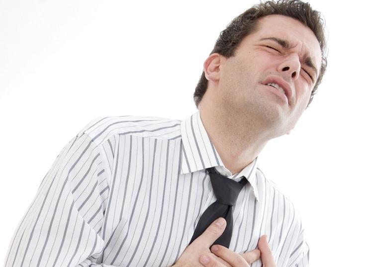 Пять вероятных признаков скорого наступления инфаркта миокарда назвали в сети