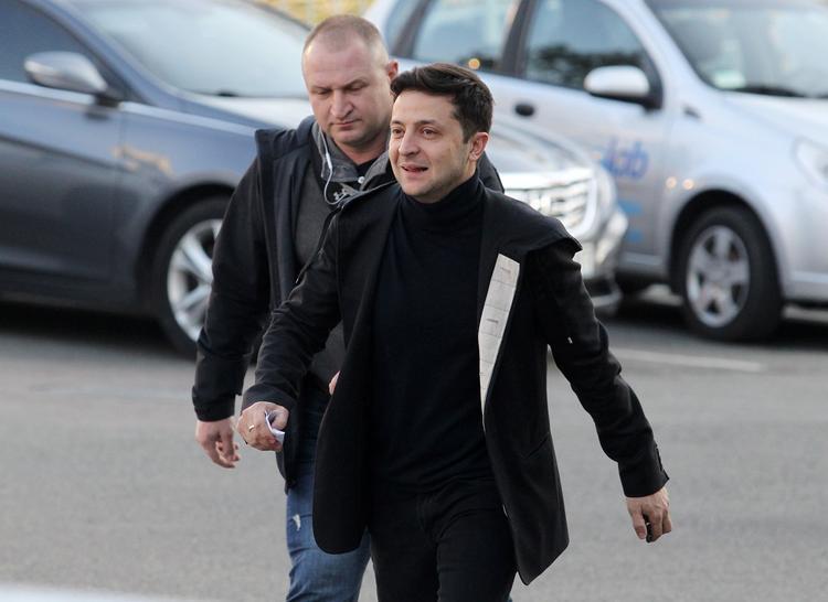 Оглашен прогноз об уверенном выигрыше Зеленского у Порошенко на выборах 21 апреля