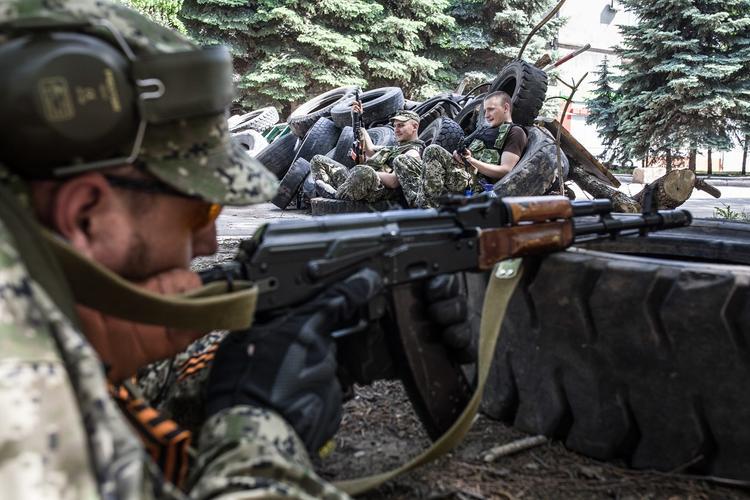 Видео с передового рубежа обороны сражающихся с ВСУ ополченцев опубликовала ЛНР