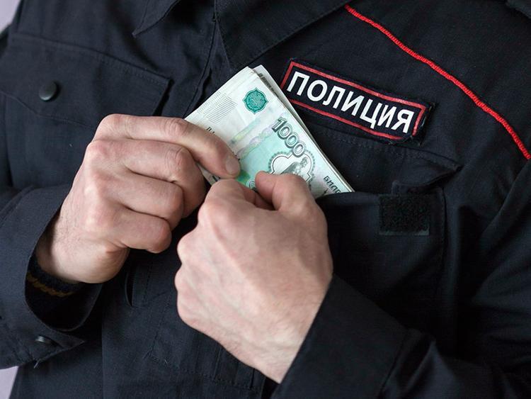 Скандал в рядах силовиков. Поймали полицейских, которые подбрасывали людям запрещенные вещества ради денег