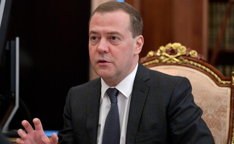 Медведев  заявил, что женщина лучший руководитель