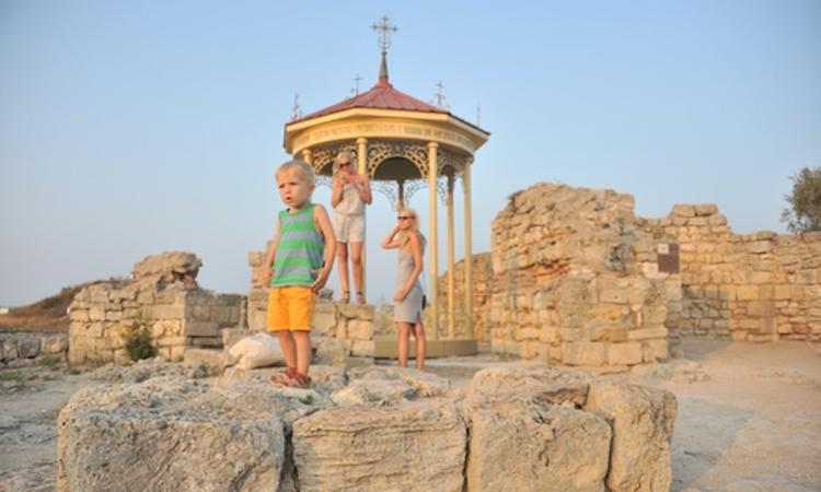 В Херсонесе туристы и верующие будут ходить разными дорогами