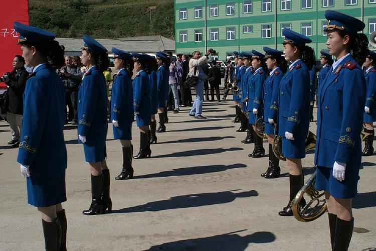 В армии Северной Кореи издеваются над женщинами