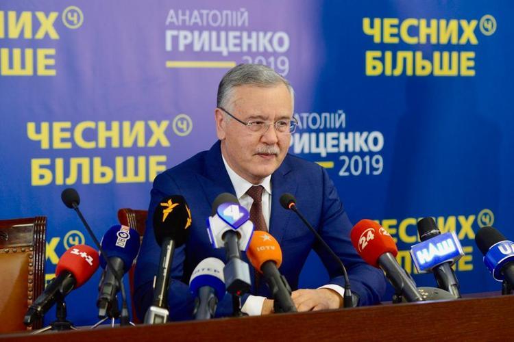 Экс-министр обороны Украины Гриценко объявлен в международный розыск