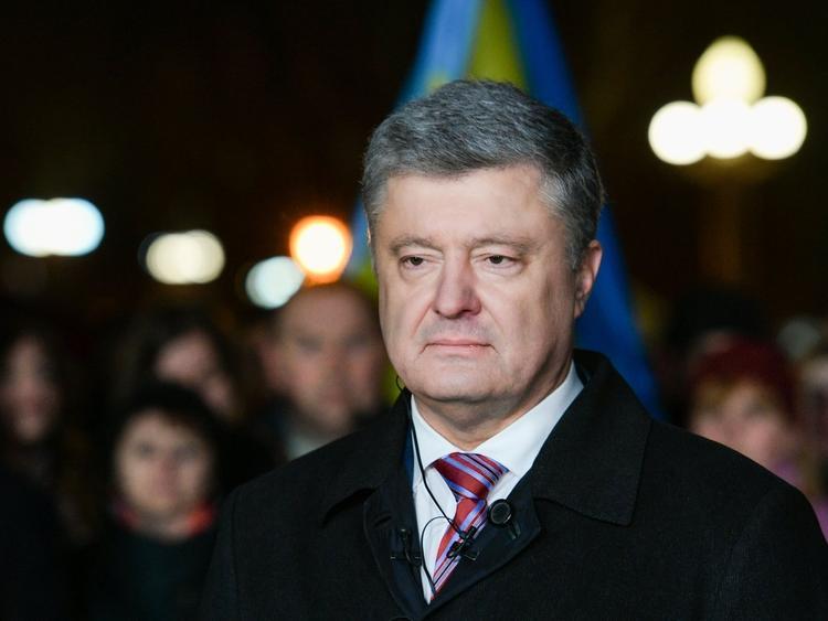 СМИ назвали имена, под которыми члены семьи Порошенко тайно выезжают из Украины