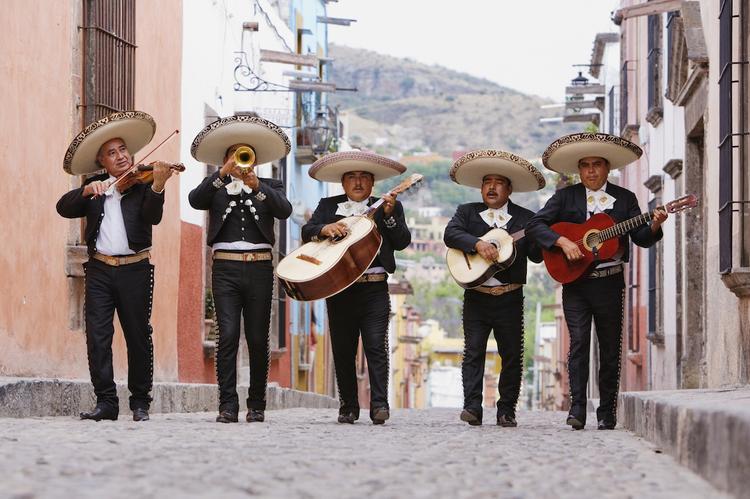 Русская классика стала популярной у школьников Мексики