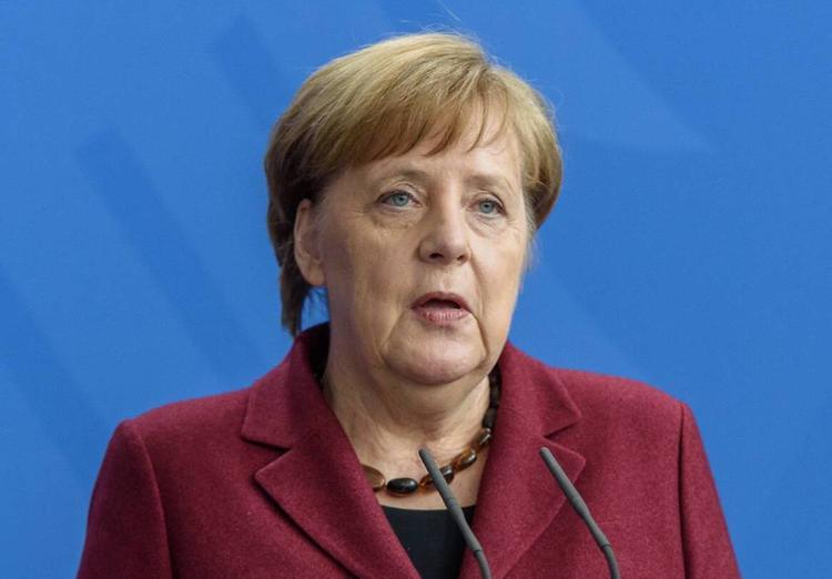 Меркель поздравила Зеленского с победой на выборах президента Украины