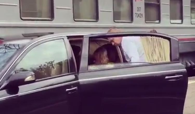 Аллу Пугачеву осудили за проезд по перрону вокзала на машине