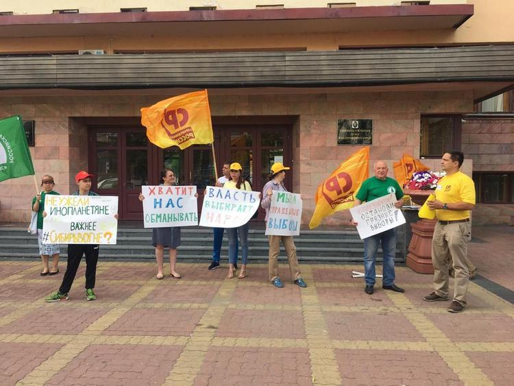 В Хабаровске собирают подписи за перенос выборов
