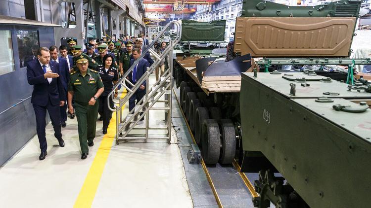 Шойгу на Урале показали боевых роботов на базе танков Т-72