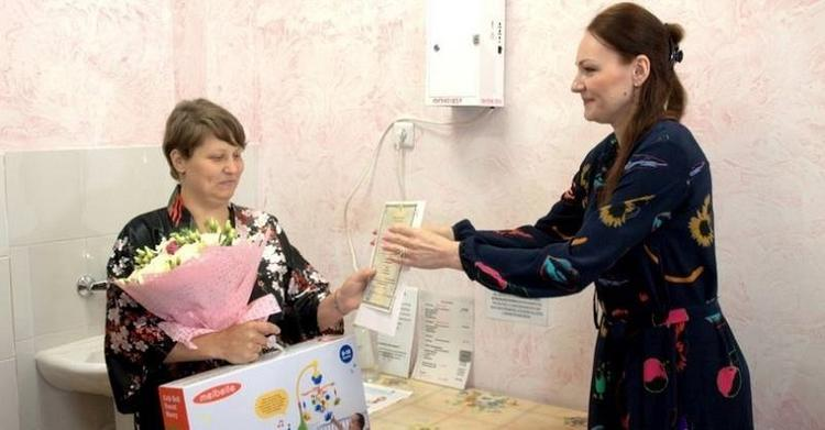 В роддоме Южно-Сахалинска начали выдавать свидетельства о рождении