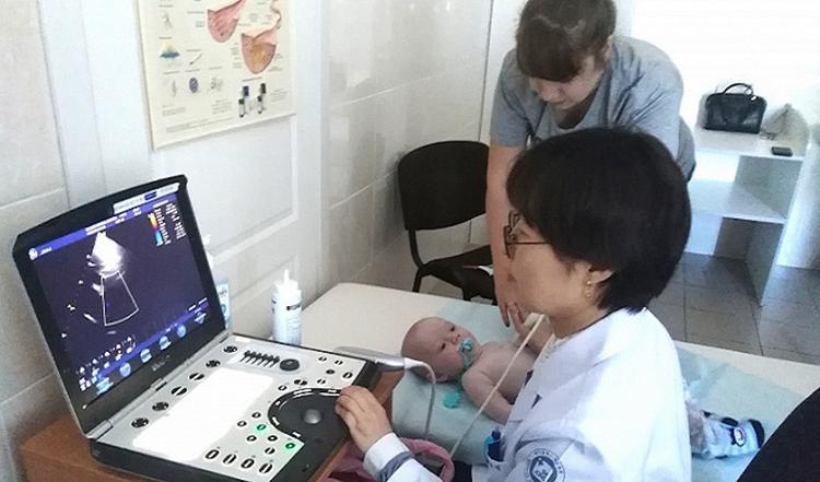 Хабаровских детей с пороком сердца обследовали корейские медики