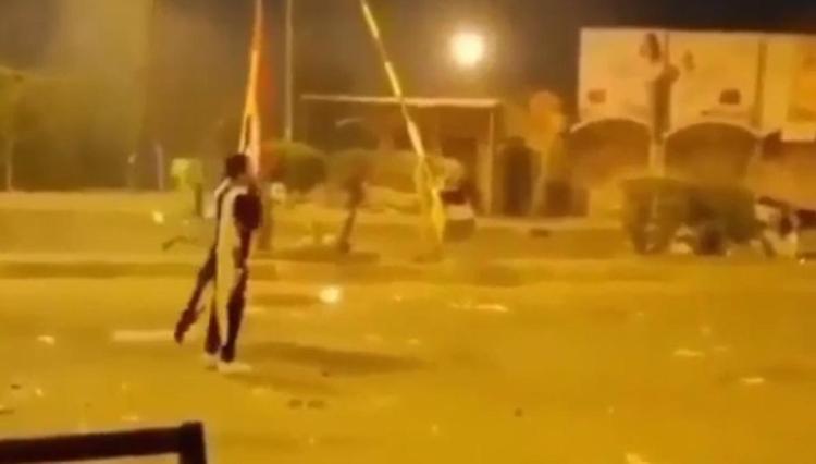 В Ираке протестующие начали поджигать офисы партий