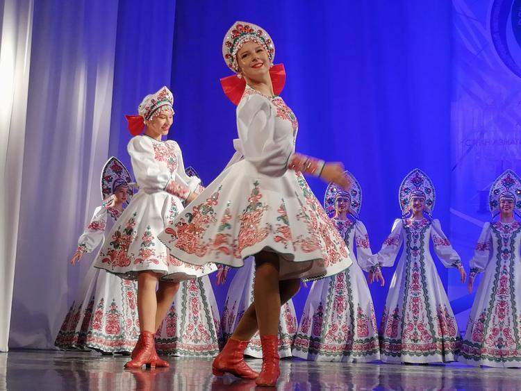 Ковырялочка с гармошкой: молодёжь Дальнего Востока выбирает народные танцы