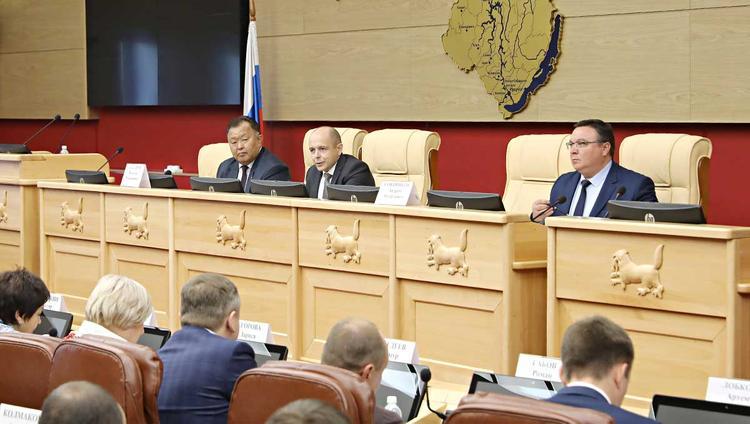 Дума и областной парламент: нужен «товарищеский почерк» взаимоотношений
