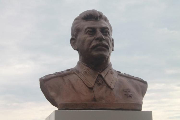 Житель Хабаровского края самостоятельно установил памятник Сталину