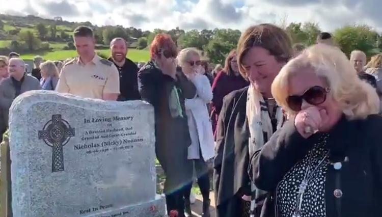 Умерший ирландец насмешил родственников криками из гроба на похоронах