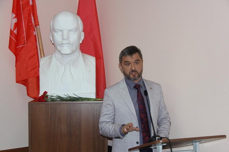 Трех МРОТ хватит: хабаровские «красные» предложили срезать зарплаты депутатов