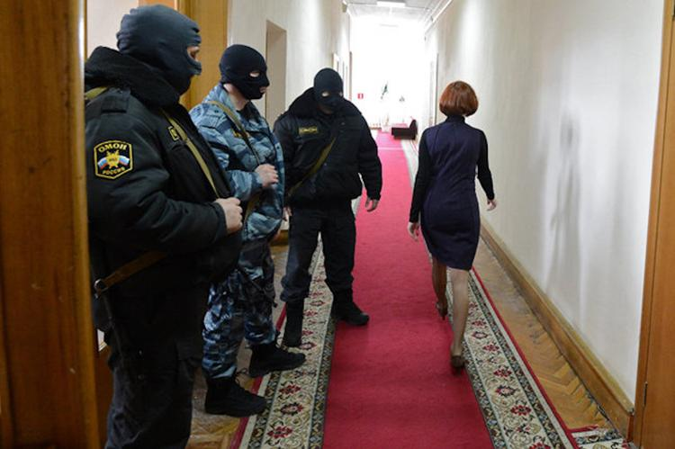 Правоохранители изъяли документы в кабинетах правительства Хабаровского края