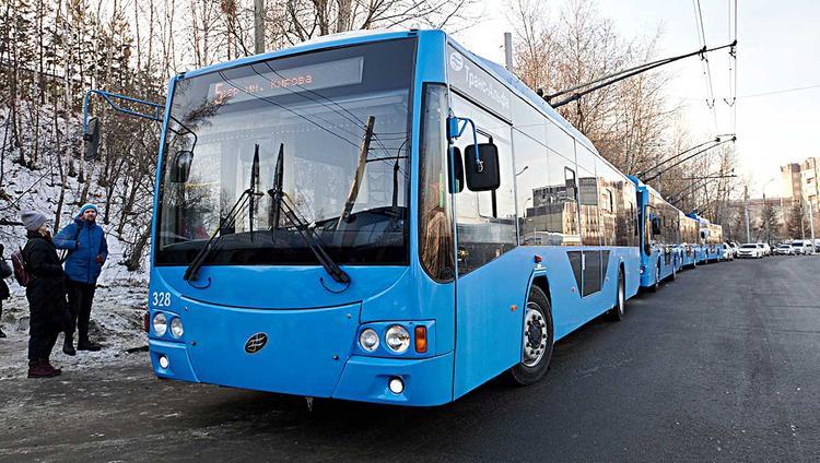 Троллейбус запущен через Академический мост