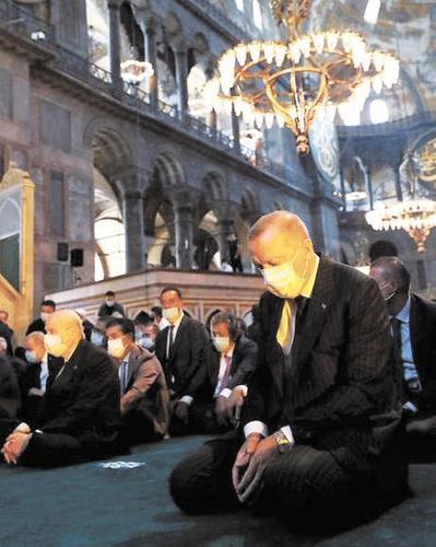 Происходящее в Айя-Софии возмутило турецких искусствоведов