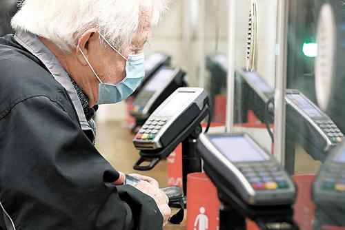 Работающим пенсионерам выплаты понижать не будут