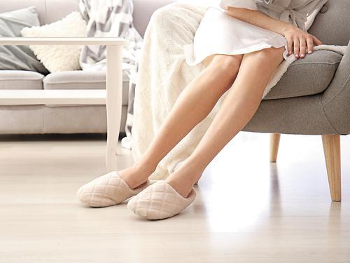 Как правильно выбрать домашние тапочки и сохранить здоровье ног