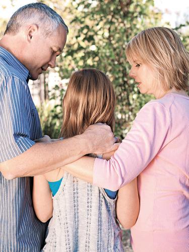 Психолог Людмила Петрановская об опасностях чрезмерной родительской опеки