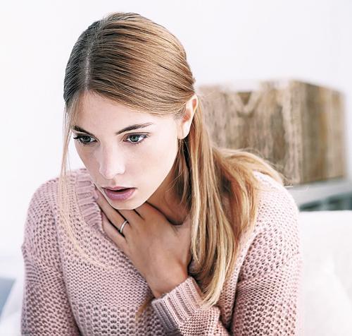 Причиной дискомфорта в горле могут быть желудочно-кишечные заболевания