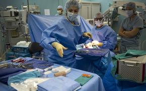 СМИ: британские врачи впервые прооперировали плод в утробе матери