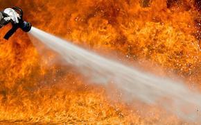 Пожар произошел в Москве на складе с пластиком