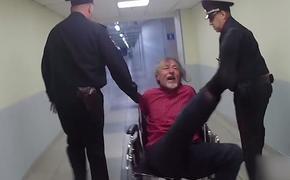 Полиция задержала нетрезвого мужчину, который дебоширил в самолете, летевшем из Симферополя в Москву