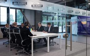 Петр Порошенко в первый день новой работы провел встречу  с «хорошими друзьями Украины» —  политиками из США